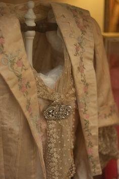 Sheelin Antique Lace Shop Hand Embroidered Silk Jacket