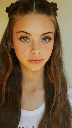 Portrait Photography Inspiration : Meika woollard as Quin and Juno - Photography Magazine Brown Hair Blue Eyes Girl, Brown Hair And Freckles, Freckles Girl, Blue Eyed Girls, Brown Blonde Hair, Light Brown Hair, Red Hair, Blonde Hair Freckles, Blue Brown