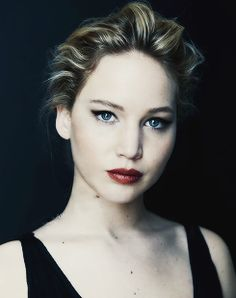 Jennifer Lawrence--talented, gorgeous, and HYSTERICAL. All she has to do is laugh and I start cracking up! Jennifer Lawrence Makeup, Jenifer Lawrence, Hunger Games, Happiness Therapy, Kentucky, Make Up Inspiration, Trend Fashion, Blush, Look At You