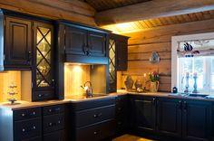 Hos Kistefos møbler finner du inspirasjon til din innredning. Eksklusive kvalitetsmøbler i heltre til ditt behov. Kjøkken, spisestue, soverom, gang og stue. Bathtub Enclosures, Mountain Cottage, Interior Sketch, Decoration, Tiny House, Farmhouse Decor, Interior Decorating, Kitchen Cabinets, Design