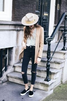 How to wear Brixton felt fedora hat in spring in Amsterdam