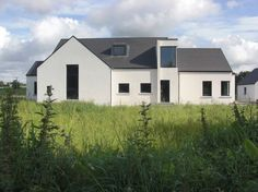 Project: Private Home Location: Meath, Ireland Client: Private Budget: Undisclosed Completion: 2006 This private family homeis a contemporary design which has its creative roots in Vernacular Irish Architecture of the traditional rural cottage. This approach to design in the countryside acknowledges our built heritage whilst providing a modern house for Architecture 101, Farmhouse Architecture, Modern Barn, Modern Farmhouse, Building Exterior, Building A House, House Roof, Town House, House 2