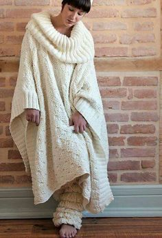 Some nice boots to go with this ~Ravelry: Long Poncho with collar pattern by - I would love to curl up with a good book wearing this yummy warm thing! Knit Fashion, Sweater Fashion, Knitting Patterns, Crochet Patterns, Pullover Mode, Ravelry, Crochet Poncho, Knit Cardigan, Jumper