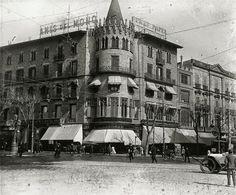 Façana de la casa Pascual Pons a la pl. Catalunya cruïlla ronda de Sant Pere, c. 1915. AFB. Esteve Puig.