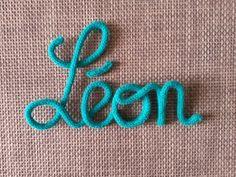 Prénom ou mot de 4 lettres en laine réalisé au tricotin : Décoration pour enfants par des-kdos-minots