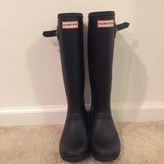 Hunter rain boots Brand new pair of rain boots. Worn once! They never fit me right so they weren't worn. Perfect condition! Hunter Boots Shoes Winter & Rain Boots