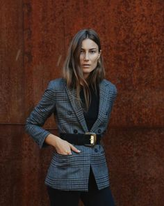 Blazer is so trendy and perfect for all occasion. you will never go wrong with blazer on Blazer Outfits, Look Blazer, Plaid Blazer, Check Blazer, Oversized Blazer, Work Fashion, Fashion Outfits, Fashion Trends, Street Style