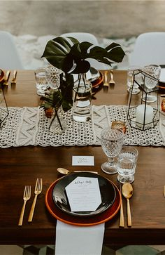 macrame+macrame wall hanging+macrame bag+macrame runner+macrame keychain+macrame diy+macrame mirror+macrame curtain+TWOME I Macrame & Natural Dyer Maker & Educator+MangoAndMore macrame studio Wedding Weekend, Post Wedding, Wedding Table Decorations, Wedding Centerpieces, Bodas Boho Chic, Deco Table, Wedding Designs, Wedding Ideas, Wedding Inspiration