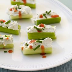 Buffalo-Style Stuffed Celery -- 2 pieces for 1 point. Stuffed celery is a weight watcher's best friend! Celery Recipes, Ww Recipes, Low Carb Recipes, Cooking Recipes, Healthy Recipes, Vitamix Recipes, Cooking Time, Molho Ranch, Appetizer Recipes