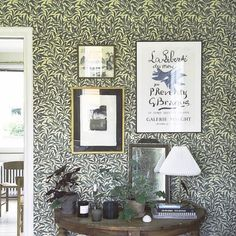 Willow Bough tapet från William Morris® (WM119-01) William Morris Tapet, William Morris Wallpaper, Morris Wallpapers, Inspiration Wall, Interior Inspiration, Green Floral Wallpaper, Arts And Crafts Interiors, Chalk Pastels, Home Wallpaper