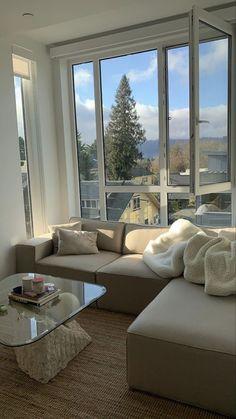Home Interior Simple .Home Interior Simple Dream Home Design, My Dream Home, Home Interior Design, House Design, Apartamento New York, Living Room Decor, Bedroom Decor, Cozy Living Rooms, Living Room Glass Table