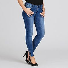 Refresh your denim with a style that looks and feels great with these blue indigo jeans. The jeans are a skinny fit from hip to hem with a mid. Skinny Fit, Skinny Jeans, Dannii Minogue, Feeling Great, Everyday Fashion, Indigo, That Look, Target, Australia