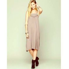 """Free people mauve midi dress! Free people mauve midi dress with floral design at chest! From HPS 40""""-45"""" long. Excellent condition. BUNDLE and SAVE! Free People Dresses Midi"""