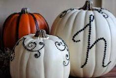 Trick or treat…  C'est bientôt Halloween !  Vous avez envie de fêter Halloween de façon originale et sans vous ruiner… Suivez notre sélection de DIY faciles à réaliser et amusantes sur http://mycdeco.blogspot.fr/ http://www.cdecoandco.com/