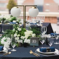 @poemestationery posted to Instagram: Elegant linens, gold flatware, stunning florals, and clear chargers set a luxe mood for a wedding reception on the rooftop of the Lytle Hotel in downtown Cincinnati. Link in bio to be inspired! Venue @lytleparkhotel Photographer @amandadonahophotography Planner @kmcweddings Florals @martiyaheard Linens @nuagedesignsinc Cake @tresbellecakes Chargers, flatware & chairs @queencityvignette Gowns & Accessories @carriekaribobridal Tux @pepperamundo