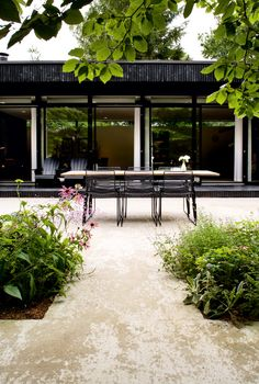dine here • at home in denmark • photo: andreas mikkel hansen • via la maison d'anna g.