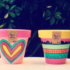 Paint Garden Pots, Painted Plant Pots, Painted Flower Pots, Flower Pot Art, Flower Pot Crafts, Clay Pot Crafts, Pots D'argile, Clay Pots, Decorated Flower Pots