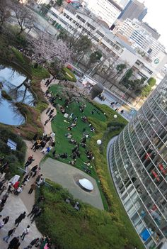 Roppongi Hills, Tokyo - a pretty green area in the midst of a hectic city! always welcome! Great modern architecture around here.