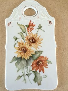 Painted Porcelain, Hand Painted, China Painting, Cutting Boards, Sunflowers, Decoupage, Fun, Craft Ideas, Manualidades