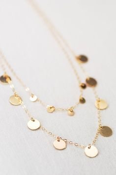 Gold Jewelry Trends Put on the wristbands, placed both of them completely! Cute Jewelry, Gold Jewelry, Jewelry Necklaces, Women Jewelry, Fashion Jewelry, Beach Jewelry, Jewellery, Pearl Necklaces, Jewelry Trends