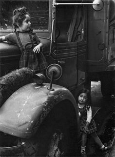 """Helen Levitt was an American photographer. She was particularly noted for """"street photography"""" around New York City, and has bee. 1940s Photos, Vintage Photographs, Old Photos, Vintage Photos, Walker Evans, Vivian Maier, Leica, New York Street, New York City"""