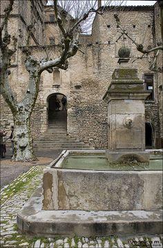 Gordes - Fontana della Piazza