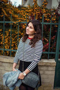 Inspiration de tenue pour l'automne : Jupe noir trapèze, marinière, veste en jean Style Personnel, Photo Portrait, Inspiration Mode, Blogging, Dressing, Women, Fashion, Suede Mini Skirt, Casual Wear