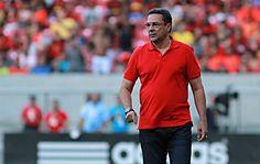 """Técnico do Flamengo explica escolha por Paulo Victor e diz que considera natural o que aconteceu com o ex-titular rubro-negro: """"Faz parte do futebol"""""""