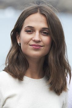 Alicia Vikander's Fresh New 'Do Proves the Lob Will Live on For Fall 2017 | Brit + Co
