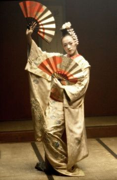 Ziyi Zhang as Sayuri in Memoirs of a Geisha (2005) with costume designed by Colleen Atwood