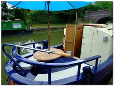 Houseboat Design Ideas - The Urban Interior Boat Building Plans, Boat Plans, Canal Boat Interior, Narrowboat Interiors, Houseboat Living, Lakefront Property, Boat Lift, Pontoon Boat, Water Crafts