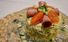 Voileipäkakun saa tehtyä myös miniversiona. Sopii esimerkiksi alkuruuaksi. Spaghetti, Tacos, Mexican, Ethnic Recipes, Food, Eten, Meals, Noodle, Diet