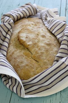 Artisan Bread Recipes, Kitchen Reviews, Rustic Bread, Bread Bun, Portuguese Recipes, Cookbook Recipes, Granola, Chocolate Chip Cookies, Good Food