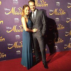 Anna Christiana Hofbauer mit Freund Marvin auf der Premiere von Disneys #AladdinHamburg