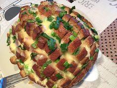 Käse-Zupfbrot, ein schönes Rezept mit Bild aus der Kategorie Snacks und kleine Gerichte. 68 Bewertungen: Ø 4,4. Tags: Brotspeise, Fingerfood, Gemüse, Käse, Party, Snack, Überbacken, Vegetarisch