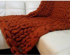 WOW-effect en echte show stopper grote steek grote deken. Gemaakt met luxe 100% zuivere merinoswol. Deze gezellige gooien zal een speciaal tintje toevoegen aan het ontwerp van de woonkamer en de slaapkamer. Gemaakt met liefde voor ideale huwelijksgeschenk, verjaardagsgeschenk of gewoon een speciale gelegenheid.  Hypoallergeen, erg warm en super zacht.  De TREND van de mode - stijl grote STEEK: één steek is ongeveer 3 inch.  Deken 55 x 70 / 140 x 178 cm, prijs - $546 (op de foto)  WIJ…