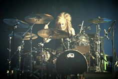 Jen ledger with blonde hair Laura Lee, Jen Ledger, Christian Rock Bands, Skillet, Drums, Blonde Hair, Concert, Yellow Hair, Percussion