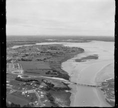 1955 North Western Motorway, Auckland, looking towards Te Atatu Peninsula, Auckland. Covil Ave, Bridge Ave and Braebank Lane at bottom left. Nz History, North Western, Auckland New Zealand, Old Photographs, Environment Design, What Is Like, Buses, Westerns, The Neighbourhood