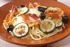Kijk wat een lekker recept ik heb gevonden op Allerhande! Spaghetti met courgette en paprikapesto