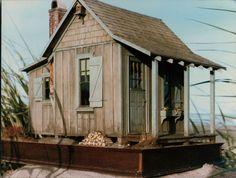 beach shack (smallhousepress.me)