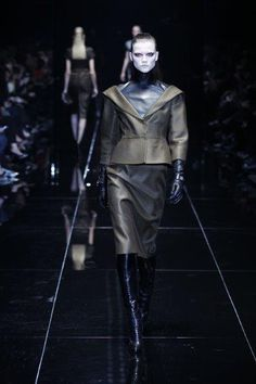 """Fall 2013 will see the emergence of """"dark romance"""". Bold colours and leathers only strengthened by their setting against black and midnight blue. Gives an almost gothic yet very romantic feel to style. Milano Fashion Week, Bold Colors, Colours, Midnight Blue, Gucci, Fall Winter, Women Wear, Womens Fashion, Collection"""