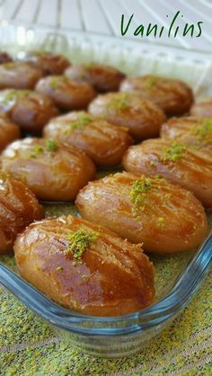 Sekerpare Easy Sekerpare Festive Dessert I made these candies on my way to my neighbor on Saturday. Sekerpare Easy Sekerpare Festive Dessert I made these candies on my way to my neighbor on Saturday. Beef Pies, Mince Pies, Green Curry Chicken, Red Wine Gravy, Onion Pie, Pita, Flaky Pastry, Sausage And Egg, Breakfast Buffet