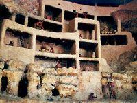 Modell einer Pueblo-Indianer Siedlung mir übereinander stehenden Lehmhäusern (Bild: Sabine Stampfel)