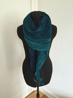 Cameo by Paulina Popiolek, knitted by Hanna1806 | malabrigo Mechita in Azul Profundo and Teal Feather