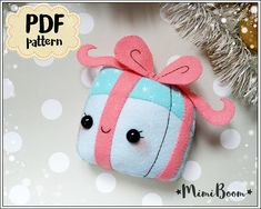This is a digital tutorial on how to make the Gift Box Christmas ornament from felt  Included step by step instructions, pictures and full size pattern pieces. (no need to enlarge or resize). Its completely hand sew and you dont need a sewing machine.  THIS IS NOT A FINISHED TOY. THIS IS A