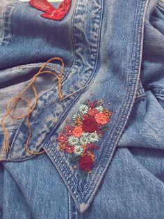 Give new life to a thrift store denim shirt. (Credit u/rkizz) - Madita Döring - Give new life to a thrift store denim shirt. (Credit u/rkizz) Give new life to a thrift store denim shirt. (Credit u/rkizz) - Embroidery On Clothes, Shirt Embroidery, Embroidered Clothes, Hand Embroidery Designs, Embroidery Stitches, Embroidery Patterns, Embroidered Denim Shirt, Jeans With Embroidery, Sewing Jeans
