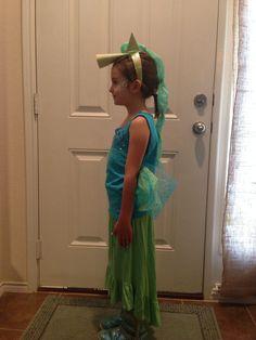 Easy, cheap DIY seahorse costume.