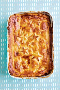 The Quick Roasting Tin chicken, leek and chorizo pie - YOU Magazine Chicken And Leek Pie, Chicken Chorizo, Pie Recipes, Cooking Recipes, Savoury Recipes, Cooking Tips, Chicken Recipes, Chorizo Recipes