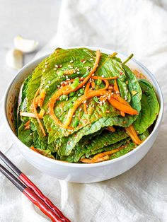 This Korean perilla leaf kimchi is a simple Korean side dish made with marinated perilla leaves in soy sauce Easy Korean Recipes, Asian Recipes, Asian Foods, Healthy Recipes, Korean Side Dishes, Healthy Side Dishes, Korean Red Pepper Flakes, Herb Salad, Low Sodium Soy Sauce