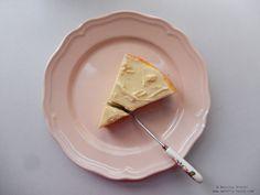 Cheesecake cu ciocolata alba.  White chocolate cheesecake.